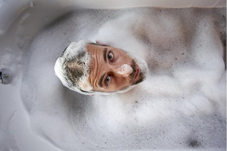 Фото №1 - Как правильно мыть голову, отжиматься и делать еще четыре замысловатые вещи