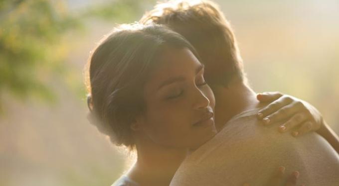 Почему мужчины и женщины проявляют нежность по-разному?