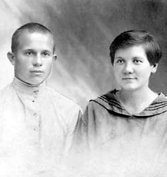 Фото №15 - Обманчивая внешность: все о жизни Валерии Голубцовой и Нины Кухарчук — сильных женщинах, которые незаметно правили страной руками своих мужей