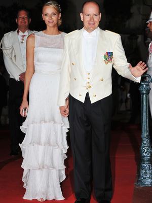 Фото №3 - После венчания: вторые свадебные платья королевских невест