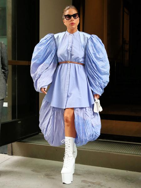 Леди Гага, певица, экстравагантные образы, голые образы звезд, антитренды, купить велосипедки, шпилька, платформа, купить ботильоны