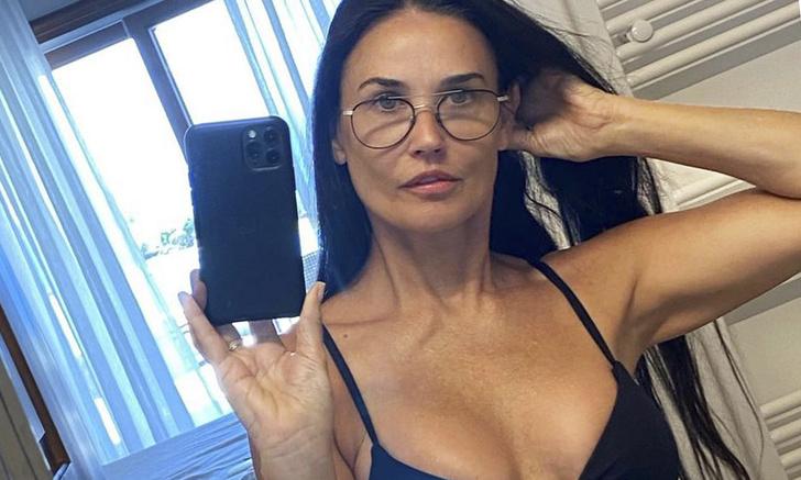 Фото №1 - Деми Мур выложила в Инстаграм сногсшибательное фото в бикини
