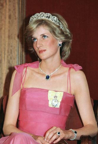 Фото №10 - Самый загадочный камень: как королевские особы носят сапфиры