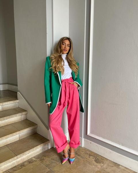 Фото №4 - Как стильно сочетать яркие цвета в одежде 🌈