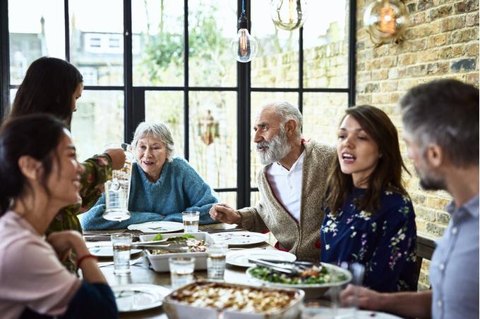Назойливые родственники: как защитить личную жизнь