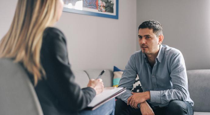 «Абьюзивные механизмы есть у 95% людей»: как психологи работают с авторами насилия