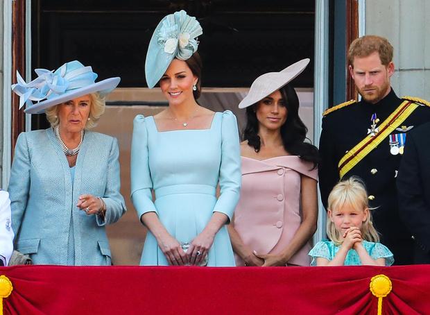 Фото №1 - Тайный шифр: зачем королева Елизавета ставит сумку на стол