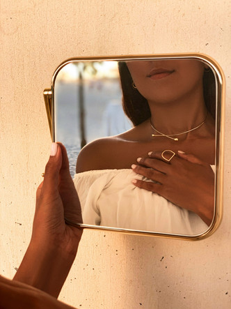 Фото №1 - Крупным планом: лаконичные украшения Grace из желтого золота— для особых случаев и на каждый день