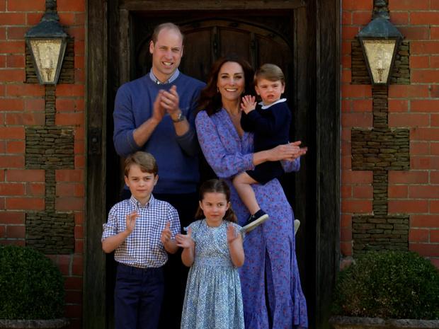 Фото №1 - Когда Джордж, Шарлотта и Луи приступят к выполнению королевских обязанностей