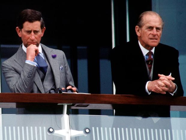 Фото №2 - Как отношения Чарльза с отцом изменились перед смертью принца Филиппа (и почему)
