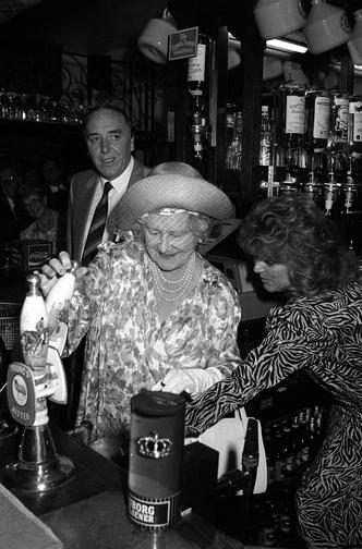 Фото №3 - Зачем и куда королева-мать сбежала от полицейских: самая забавная история из жизни прабабушки Уильяма и Гарри