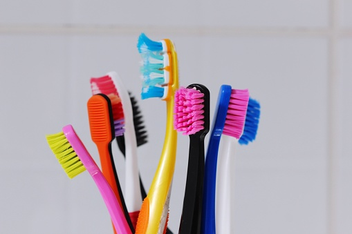 Когда менять зубную щетку