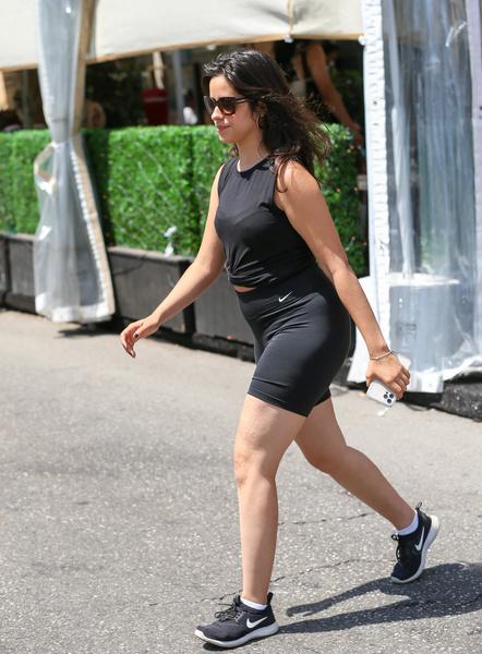 Фото №2 - Камила Кабелло ответила хейтерам, которые критиковали ее за лишний вес