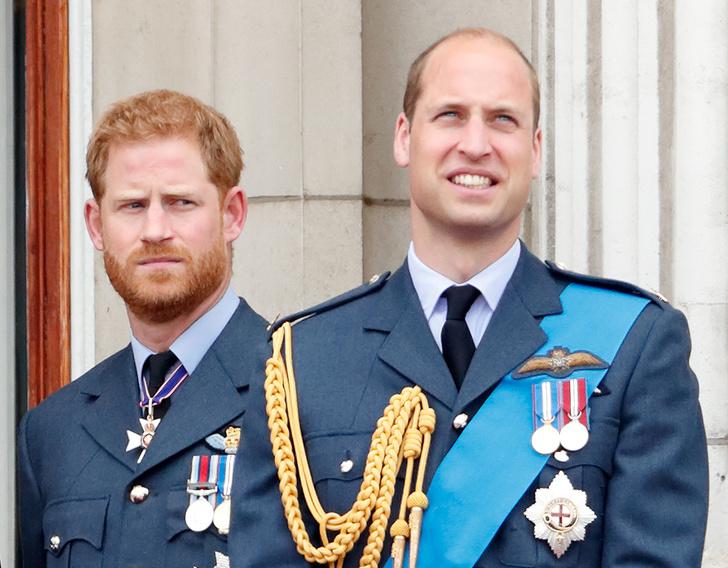 Фото №1 - Новые неприятности: какого титула лишили принца Гарри (и при чем здесь Уильям)