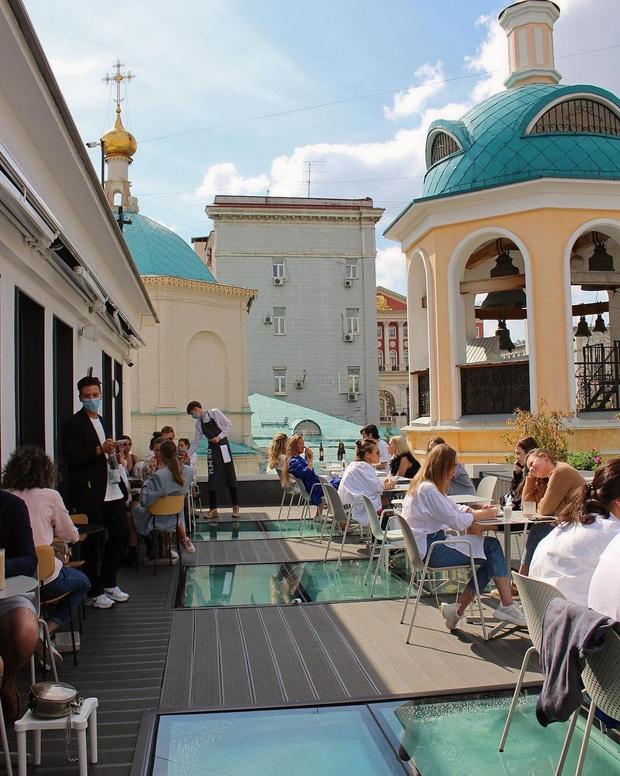 Фото №6 - 10 летних веранд в Москве, куда (пока еще) можно пойти без QR-кода