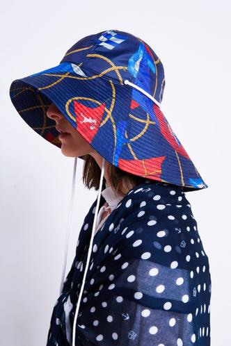 Фото №15 - Панамы, шляпы, кепки: самые модные головные уборы лета 2021