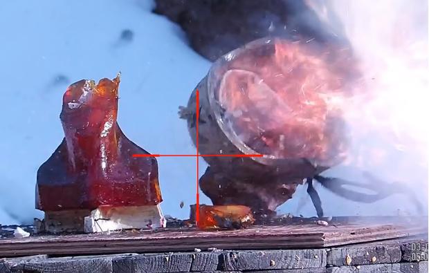 Фото №1 - Американский шлем расстреливают советскими снайперскими разрывными патронами. Как он это выдержит?