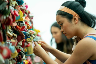 Фото №2 - «Всем парням: С любовью…»: 10 самых классных моментов в фильме