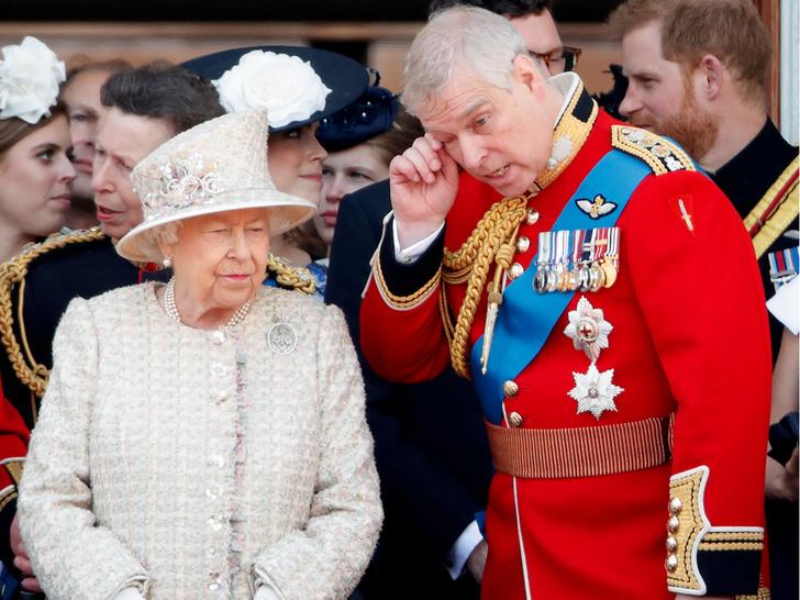 Фото №3 - Не все могут короли: кто способен лишить принца Эндрю его титула на самом деле