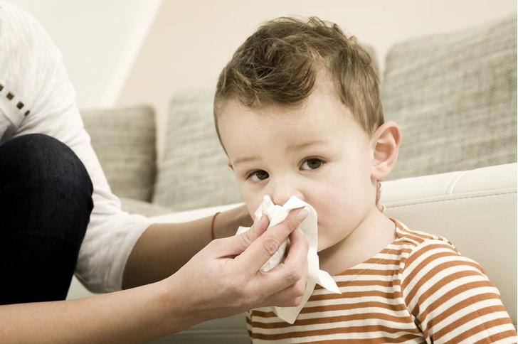 кровь из носа у ребёнка что делать