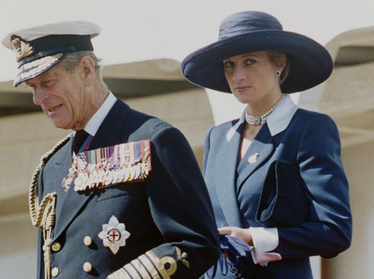 Фото №1 - Кошмар принцессы: чем принц Филипп угрожал Диане после выхода ее скандальной биографии