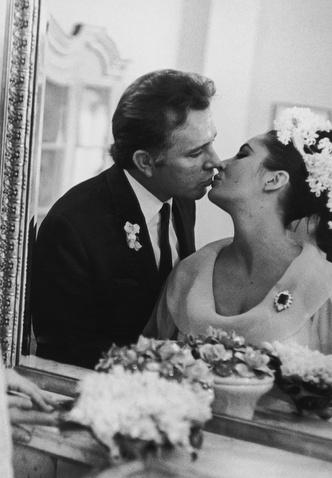 Фото №26 - Как выходили замуж легенды Голливуда: самые красивые ретро-фотографии