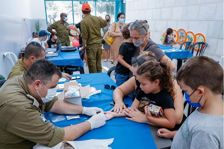 Фото №3 - Почемучетвертаяволна коронавируса накрыла Россию, а не весь мир? Отвечает врач из Израиля