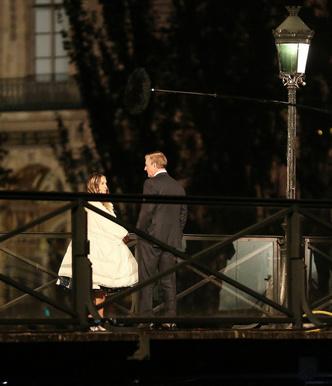 Фото №2 - Место встречи изменить нельзя: Кэрри Брэдшоу и мистер Биг на мосту Искусств в Париже