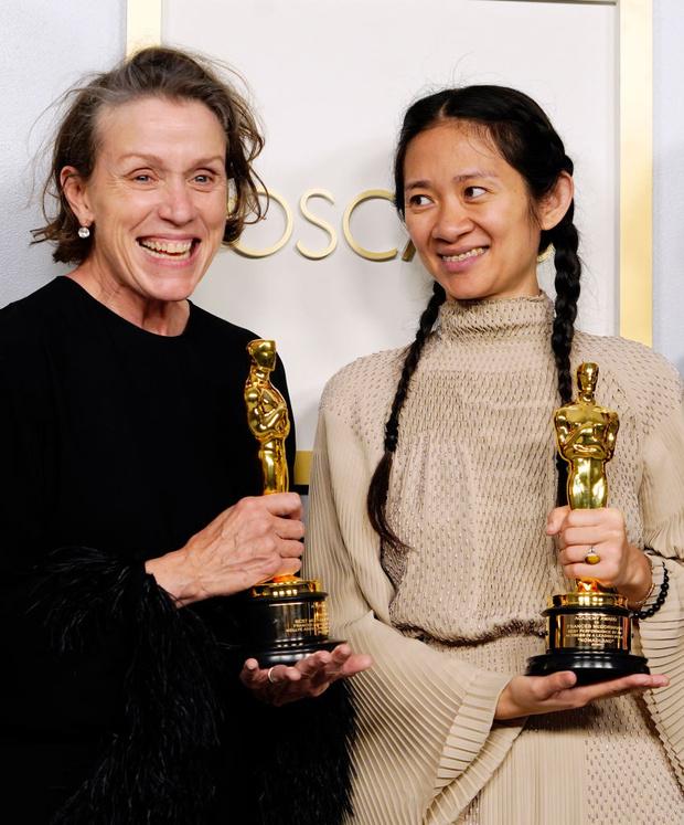 Фото №2 - Почему на сцене «Оскара-2021» актриса Фрэнсис МакДорманд неожиданно завыла как волк?