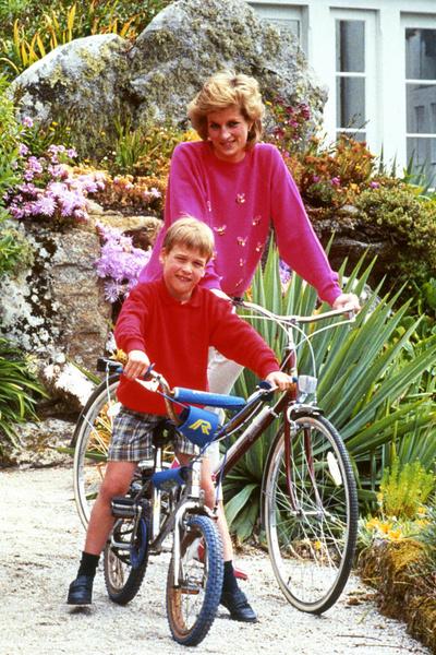 Фото №5 - Методы воспитания леди Дианы, которые переняли Уильям и Кейт Миддлтон— фото
