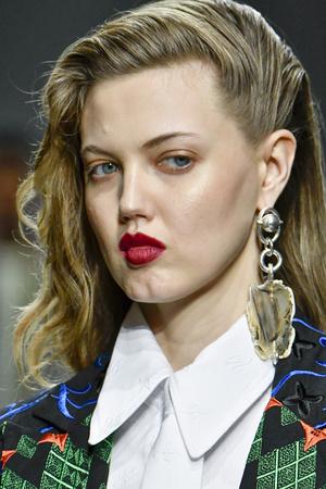 Фото №14 - Страшная сила: 10 моделей с провокационной внешностью, покоривших мир моды