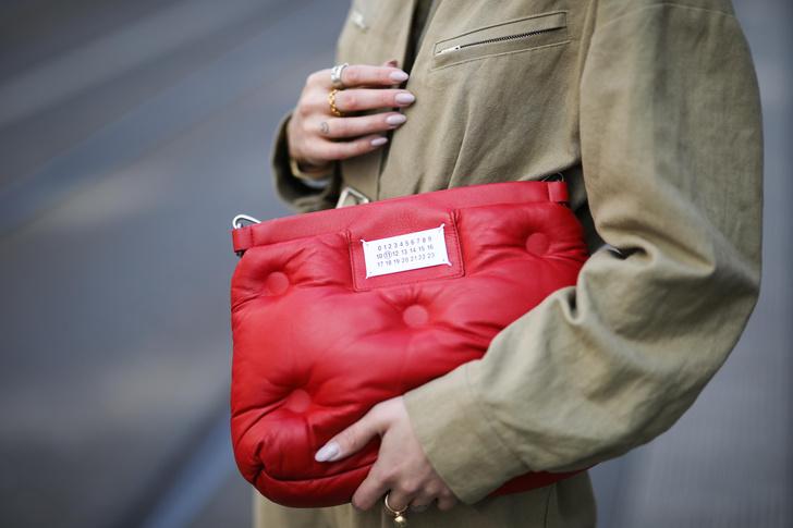 Фото №1 - Какую сумку выбрать на лето: гид по цветам и формам