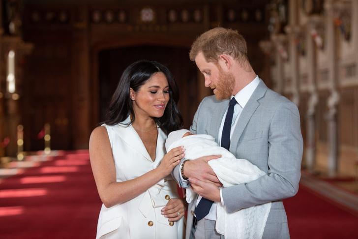 Фото №1 - Меган и принц Гарри показали малыша и рассекретили его имя