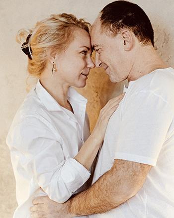 Юрий с женой. Фото: пресс-служба издательства