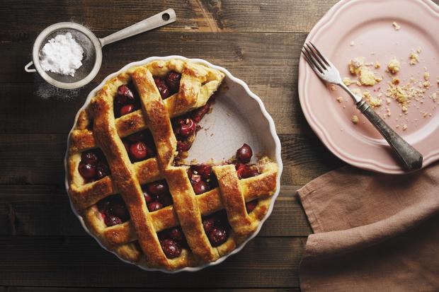 Фото №1 - Готовим сочный вишневый пирог