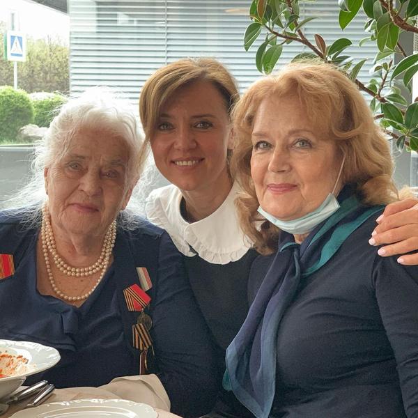 три поколения семьи Ирины Алферовой