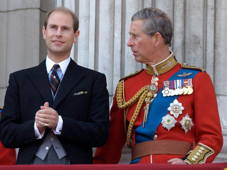 Фото №1 - Почему Чарльз не хочет передавать брату титул герцога Эдинбургского