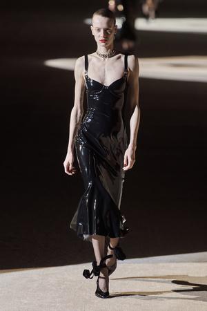 Фото №29 - Полный гид по самым модным платьям для осени и зимы 2020/21