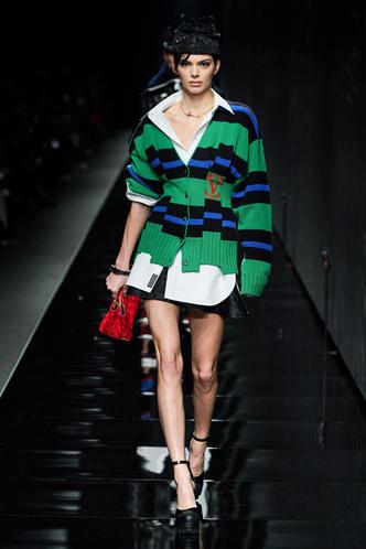 Фото №4 - Все связано: 5 самых модных свитеров для зимы 2020/21