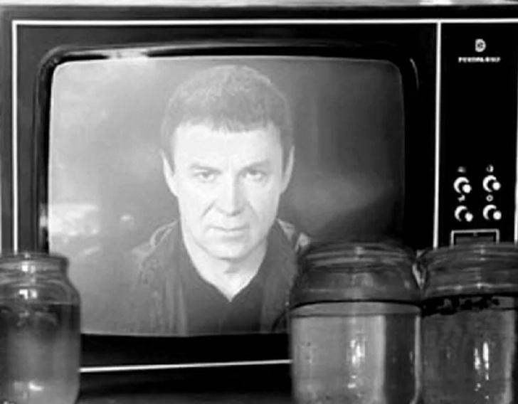 Фото №2 - Возвращение темного рыцаря: Анатолий Кашпировский теперь врачует в Интернете