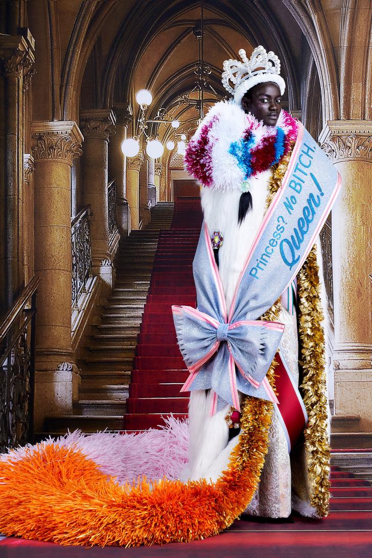 Фото №15 - Ход королевой: сказочная коллекция Viktor & Rolf осень-зима 2021-2022