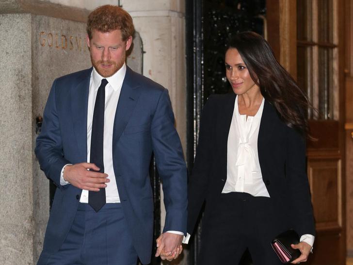 Фото №4 - «Просто Гарри и Меган»: чем новый официальный портрет Сассекских отличается от королевских фото