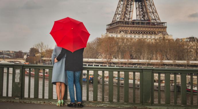Свидания в Париже: записки в кафе, красная помада и радость жизни