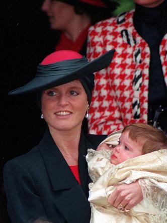 Фото №19 - Самые стильные образы королевских мам на крестинах их детей