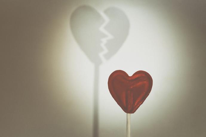 Romantic swindlers: who gets on their hook