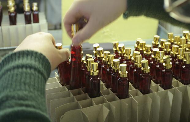 Фото №6 - От «Красной Москвы» до «Свердловска»: какими ароматами пользовались женщины в Советском Союзе