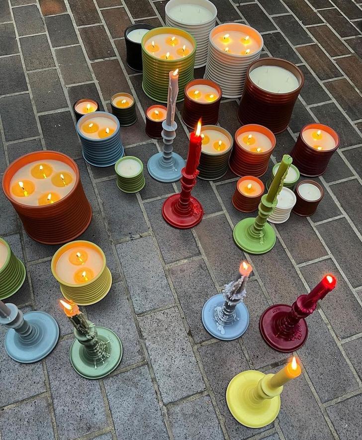 Фото №1 - Свеча горела на столе: актрисы из сериала «Бумажный дом» снялись в рекламной кампании роскошных свечей Loewe Perfumes