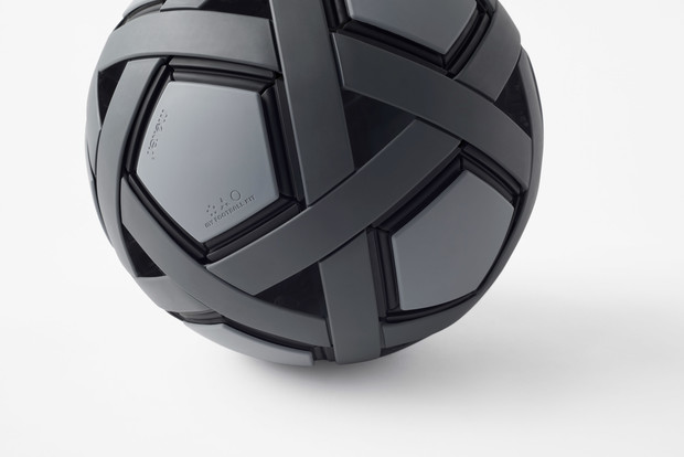 Фото №1 - Студия Nendo спроектировала футбольный мяч-конструктор