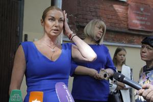 Фото №14 - Игра на понижение: как Волочкова сменила миллиардеров на шофера