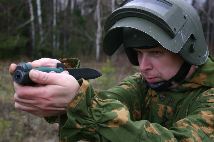 Фото №1 - Стреляющий нож для гражданина Бонда